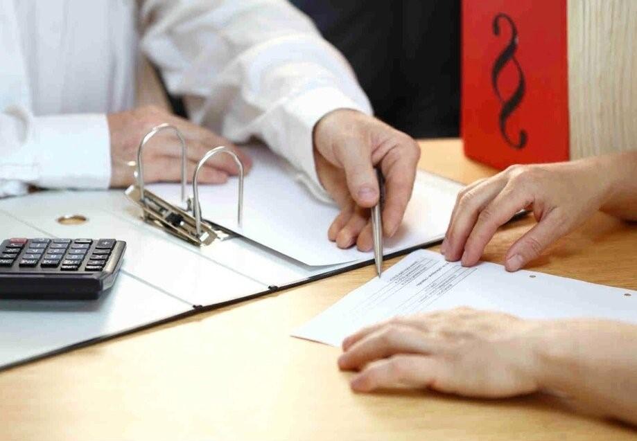Оформление кредитный карт с льготным периодом происходит в банке